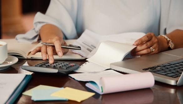 Plantilla factura con recargo de equivalencia